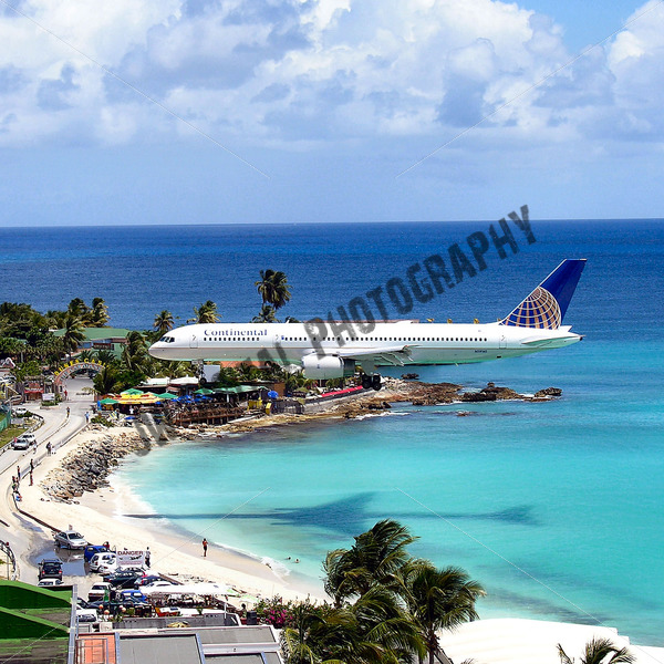 Continental Airlines Landing 2 - JW Digital Photography