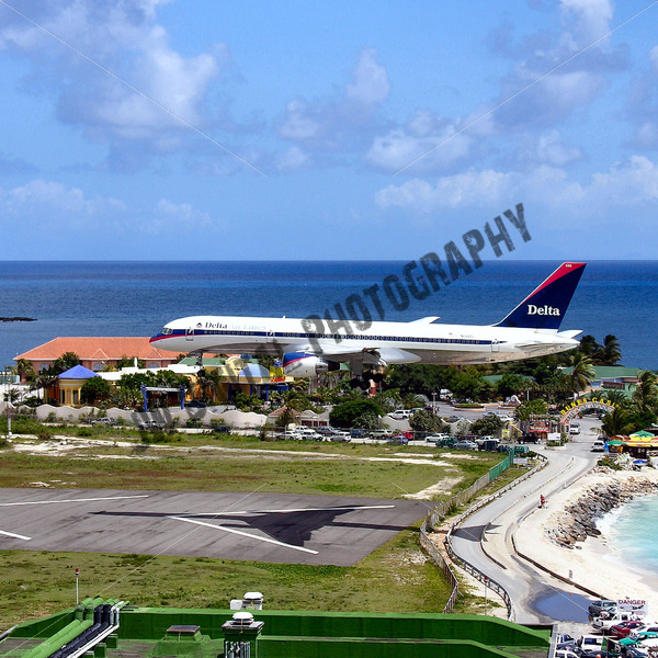 Delta Airlines Landing - JW Digital Photography
