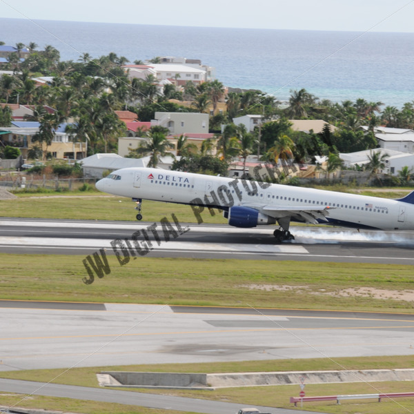 Delta Touchdown - JW Digital Photography